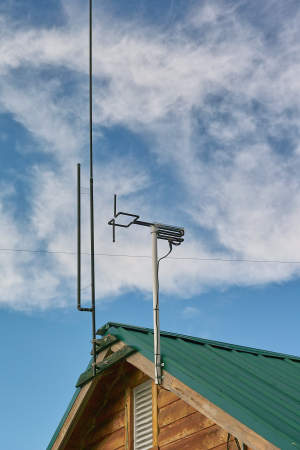 6 and 2 meter beacon antennas